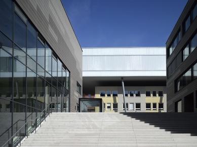 Univerzitní knihovna a Multifunkční centrum UJEP - foto: Filip Šlapal