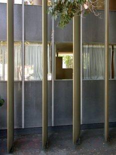 Vlastní dům Richarda Neutry s ateliérem - foto: Petr Šmídek, 2001