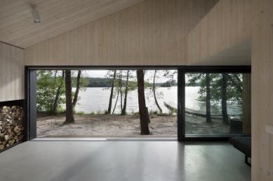 Chata u jezera, severní Čechy - foto: Tomáš Balej