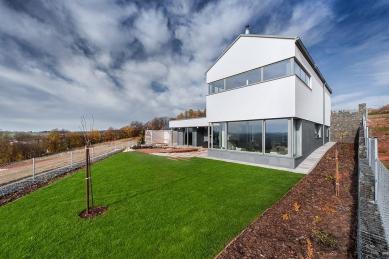 Rodinný dům ve svahu - foto: Ing. Petr Košťál