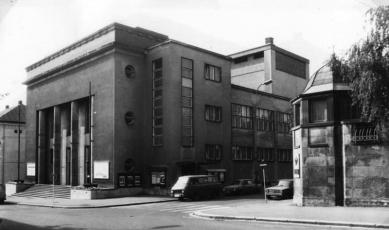 Divadelní klub Scapino / Městské divadlo Kolín - Původní podoba divadla, Jindřich Freiwald, dokončení 1939 - foto: Jiří Hilmera