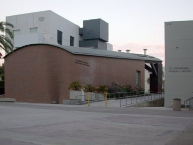 Engineering Center University of California - foto: Petr Šmídek, 2001