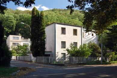 Kolonie Nový dům - Současný stav. Dvojdům E. Wiesnera, v pozadí trojdům J. Grunta. - foto: Martin Rosa, 2007