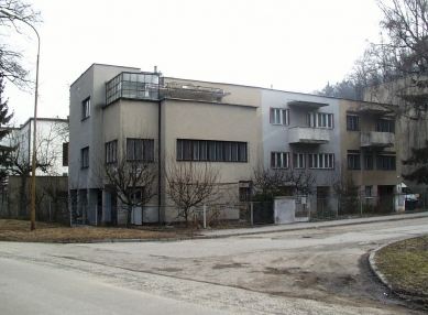 Kolonie Nový dům - Současný stav. Trojdům B. Fuchse. - foto: Tomáš Velehradský, 2003