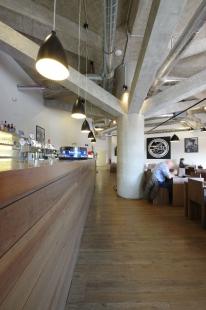 Restaurace, terasa a fitness v Kotvě