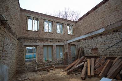 Stavební úpravy a přístavba základní školy Hovorčovice - Z průběhu realizace - foto: Ondřej Tuček