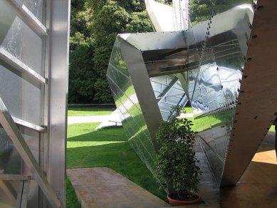 Serpentine Gallery Pavilion 2001 - Fotografie Libeskindova pavilonu postaveného dočasně v irském Corku. - foto: © flickr.com, 2005
