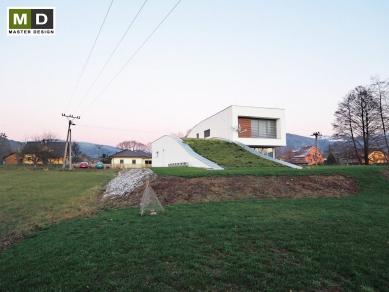 Dům vyrůstající z horské louky