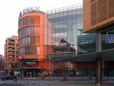 Postupimské náměstí - foto: Petr Šmídek, 2001