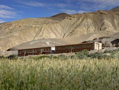 Pasivně solární, ekologický a soběstačný kampus školy v Himalájích - Celkový pohled