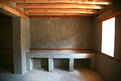 Pasivně solární, ekologický a soběstačný kampus školy v Himalájích - Typická koupelna