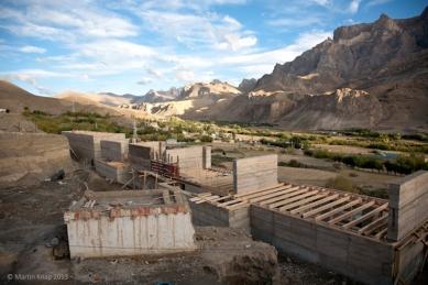 Pasivně solární, ekologický a soběstačný kampus školy v Himalájích - Rozestavěný kampus