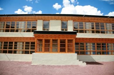 Pasivně solární, ekologický a soběstačný kampus školy v Himalájích - Vstup