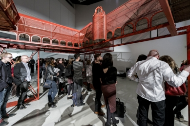 Care for Architecture: Asking the Arché of Architecture to Dance - Re-instalace DOX Praha, březen 2017, vernisáž, Care for Architecture: Asking the Arché of Architecture to Dance - foto: Jan Slavík