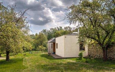 Dům v zahradě - Pohled od vstupu - foto: Ivan Bárta
