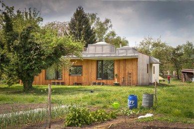 Dům v zahradě - Vnější zahrada, pole - foto: Ivan Bárta
