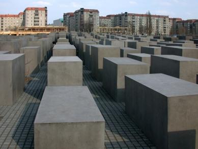 Holocaust-Mahnmal - pomník všem v Evropě zavražděným Židům - foto: Petr Šmídek, 2006