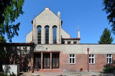 Sokolovna v Holicích - foto: Petr Šmídek, 2013