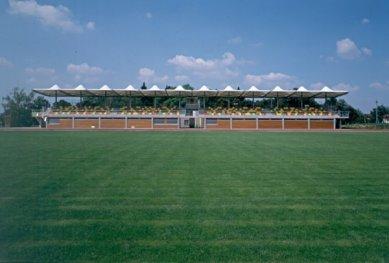 Tribuna městského stadionu Černá hora - foto: © architektonická kancelář Burian - Křivinka