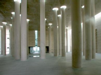 Krematorium Baumschulenweg - foto: Petr Šmídek, 2002
