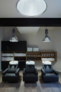 Tony Adam's Barbershop - foto: BoysPlayNice