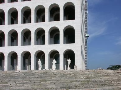 Palác italské civilizace - foto: Petr Šmídek, 2005
