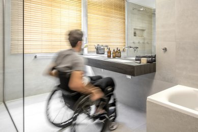 Koupelna pro handbikera - foto: Jiří Hurt