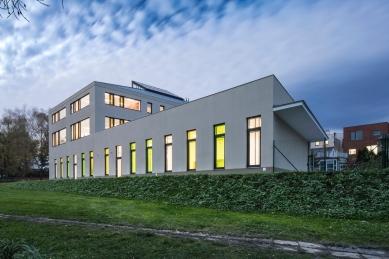 Základní škola Hovorčovice - foto: © Tomáš Rasl
