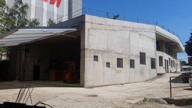 Administrativní budova ve Strančicích - foto: archiv autora