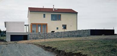 Rodinná vila Mukařov - Uliční pohled - foto: Tomáš Balej