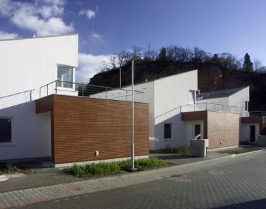 Devět rodinných domů na Červeném kopci - foto: Petr Hampl, 2005
