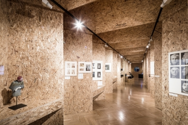 """Architektonické řešení výstavy """"Česká divadelní fotografie"""" - foto: Andrea Thiel Lhotáková"""