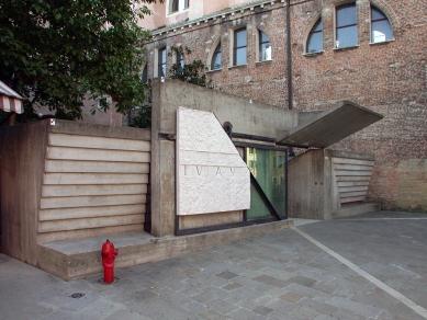 Vstup do benátské fakulty architektury - foto: Petr Šmídek, 2006