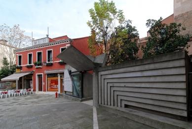 Vstup do benátské fakulty architektury - foto: Petr Šmídek, 2012