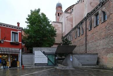 Vstup do benátské fakulty architektury - foto: Petr Šmídek, 2007