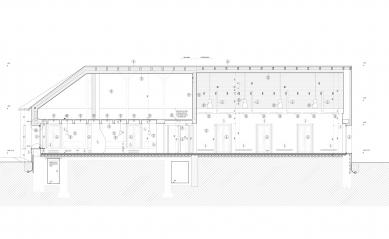 Rekonstrukce bývalé hospody se sálem v Máslovicích - Řez a-a' - foto: Atelier bod architekti