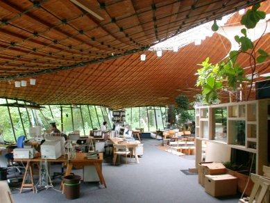 Institut lehkých plochých nosníků na Technické univerzitě ve Stuttgartu - foto: Petr Šmídek, 2002