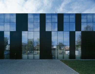 Konverze průmyslového objektu v Ostravě - východní fasáda - foto: Ester Havlová