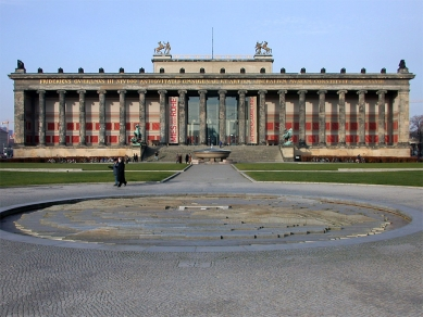 Altes Museum - foto: Petr Šmídek, 2001