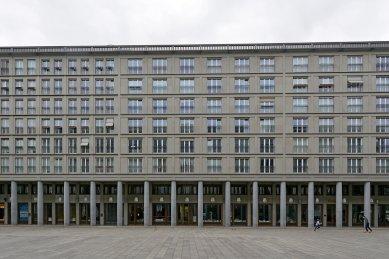 Polyfunkční dům Leibnizkolonnaden - foto: Petr Šmídek, 2019