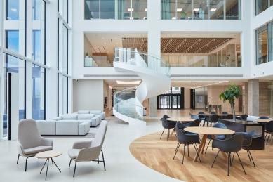 Kanceláře firmy Deloitte - foto: Peter Fabo