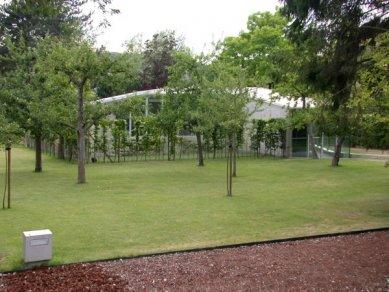 Hedge House - foto: Petr Šmídek, 2003