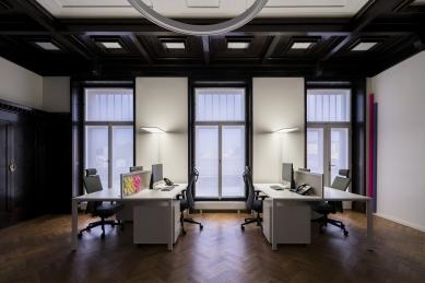 Rekonstrukce bytu továrníka na současné kanceláře - foto: Studio Flusser (http://studioflusser.com)