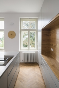 Bílá, šedá, bramborová - foto: Studio Flusser (http://studioflusser.com)