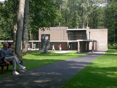 Rietveld pavilon v muzeu Kröller-Müller - foto: Petr Šmídek, 2003