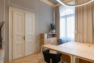 Interiéry kanceláří vedení města Pardubice - foto: Honza Ptáček