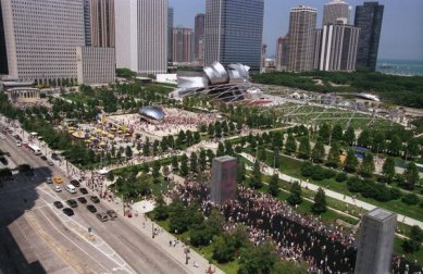 Millennium Park - Aerial view of Millennium Park looking North - Opening Weekend, 2004 - foto: © City of Chicago/ Peter J. Schulz