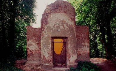 Chrám Pomona na kopci Pfingstberg - Ruina altánu z roku 1990