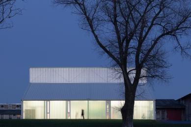 White Shed - foto: Alex Shoots Buildings
