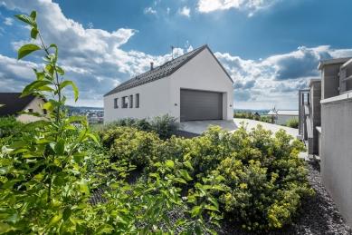 Dlouhý dům ve svahu - foto: Petr Košťál